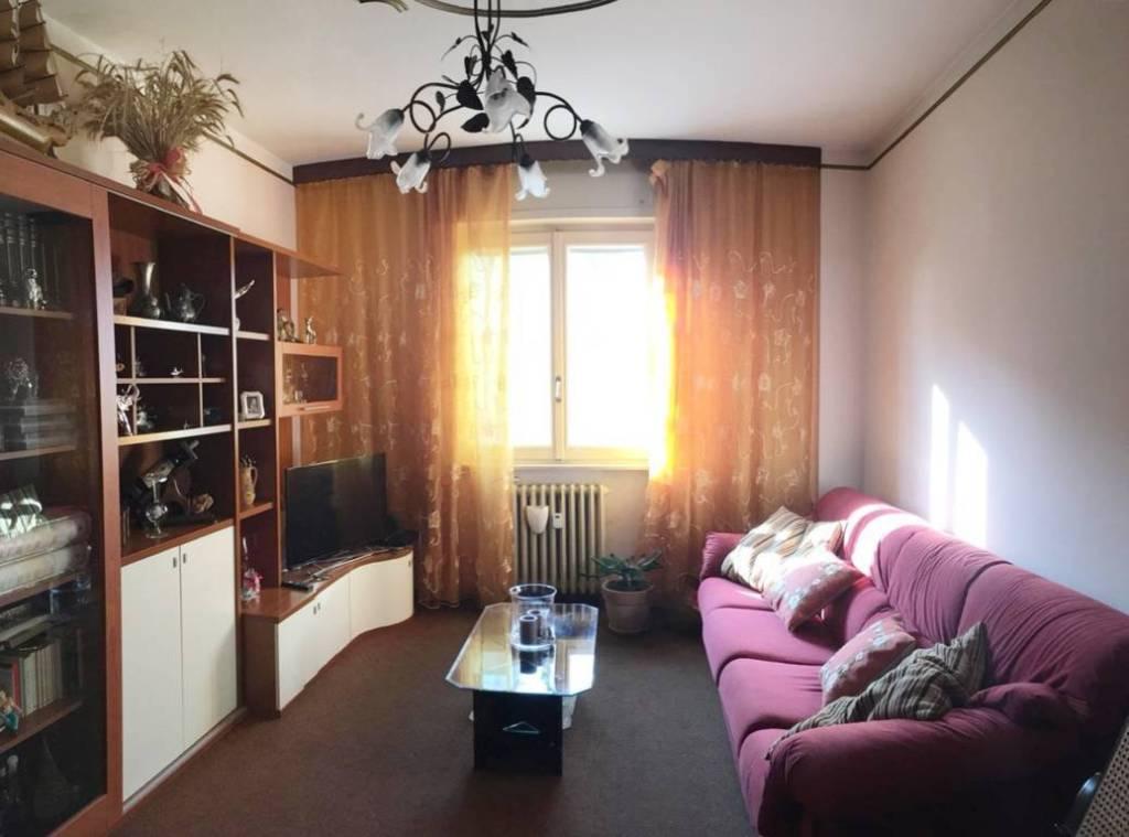 Appartamento in buone condizioni arredato in affitto Rif. 8595373