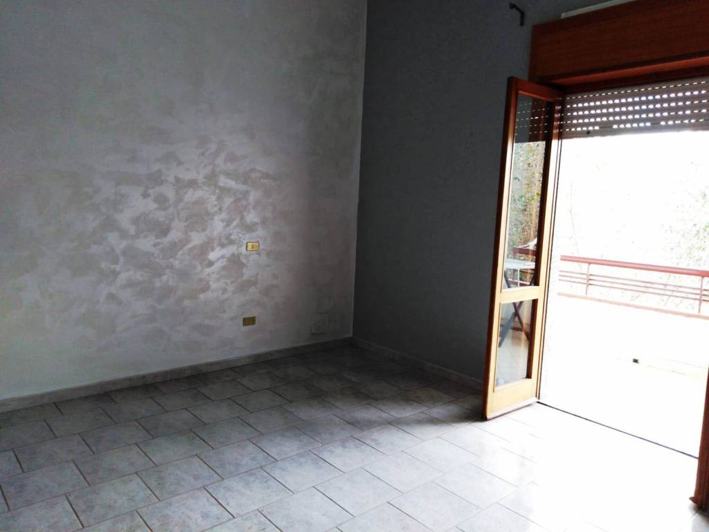 Appartamento in buone condizioni in affitto Rif. 8594192