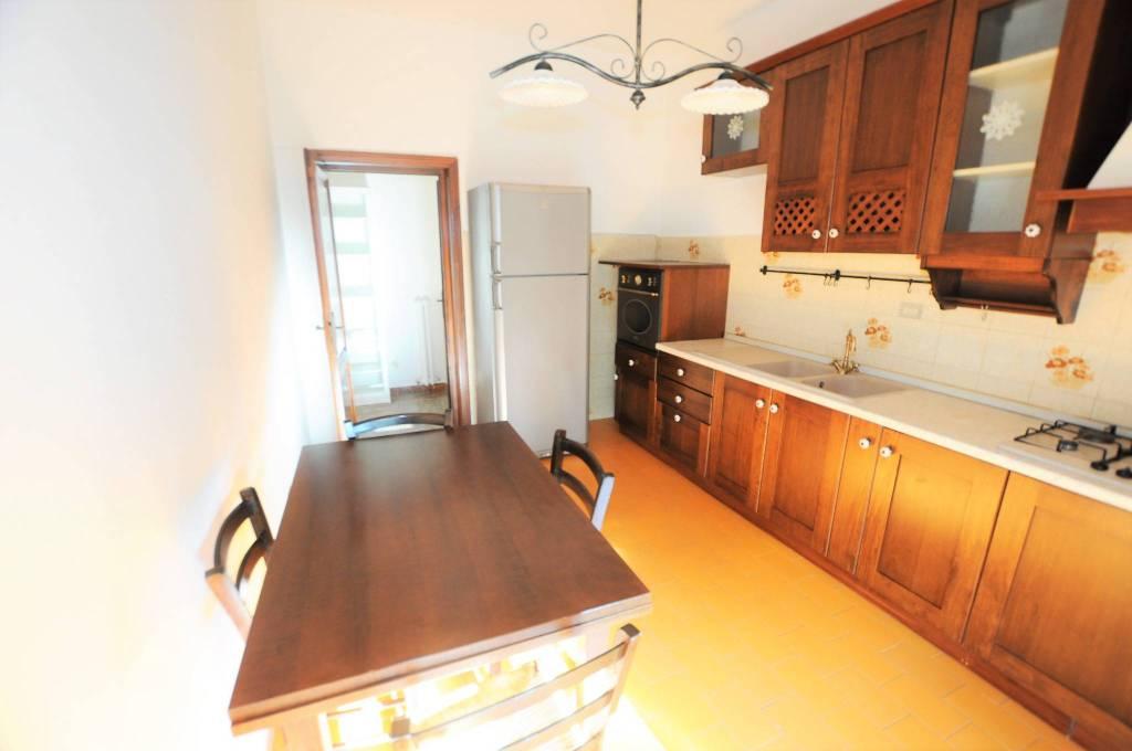 Appartamento in buone condizioni arredato in affitto Rif. 8592398