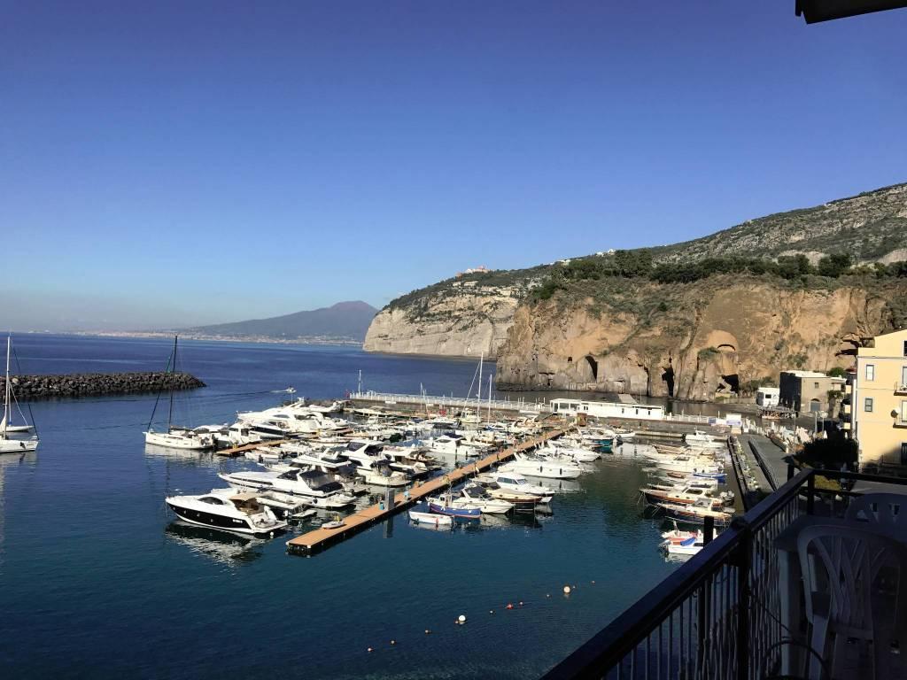 PIANO DI SORRENTO, Marina di Cassano, nel caratteristico ed unico contesto del borgo marinaro, in f