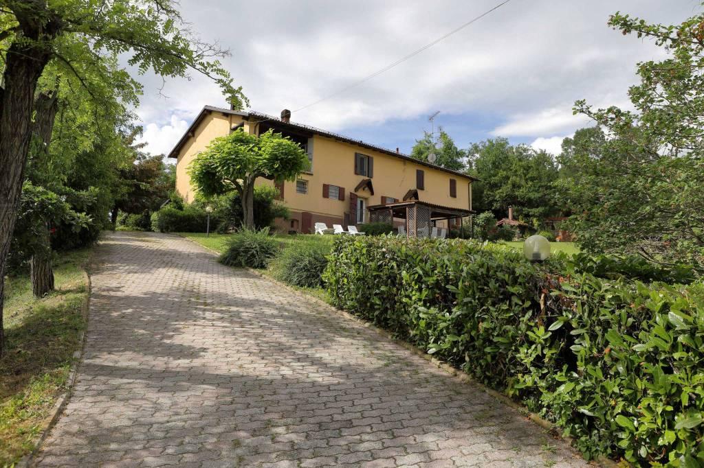 Appartamento in ottime condizioni in vendita Rif. 8591648