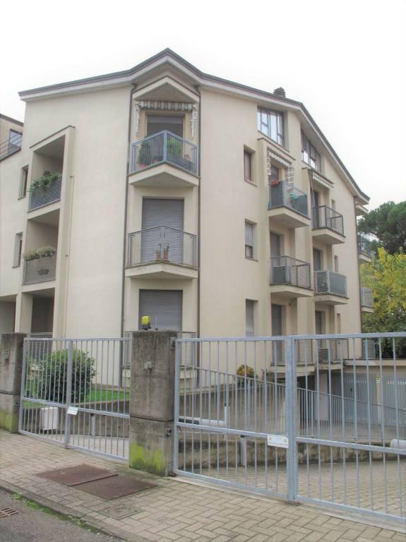 Appartamento in ottime condizioni parzialmente arredato in vendita Rif. 8594198