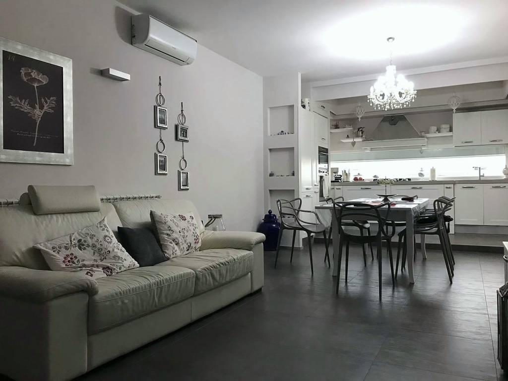 Appartamento in ottime condizioni in vendita Rif. 8589802