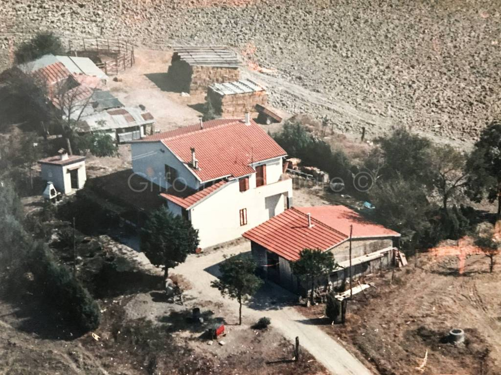 Rustico / Casale da ristrutturare in vendita Rif. 8594284