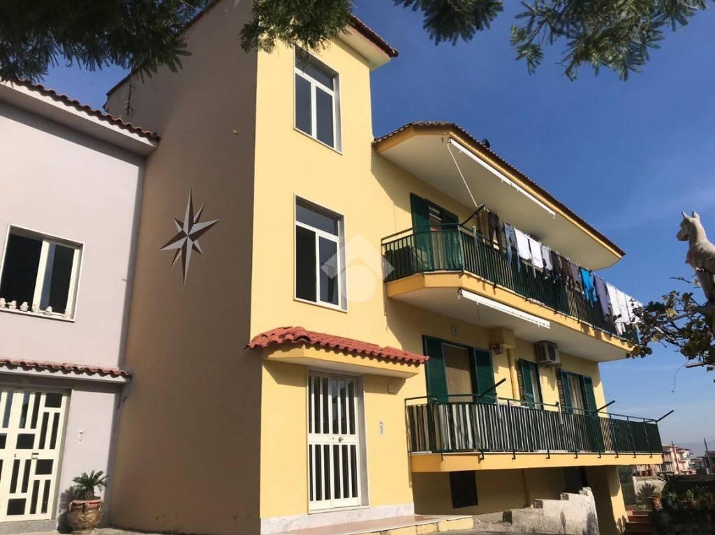 Appartamento in buone condizioni in vendita Rif. 9226291