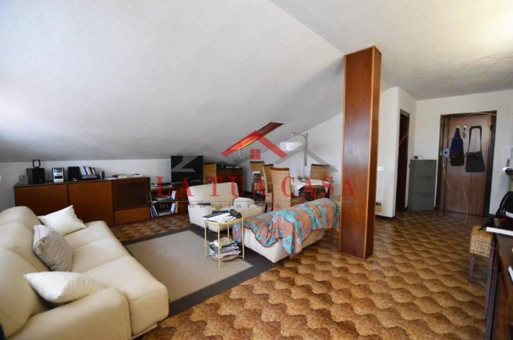 Appartamento in buone condizioni arredato in affitto Rif. 8596859
