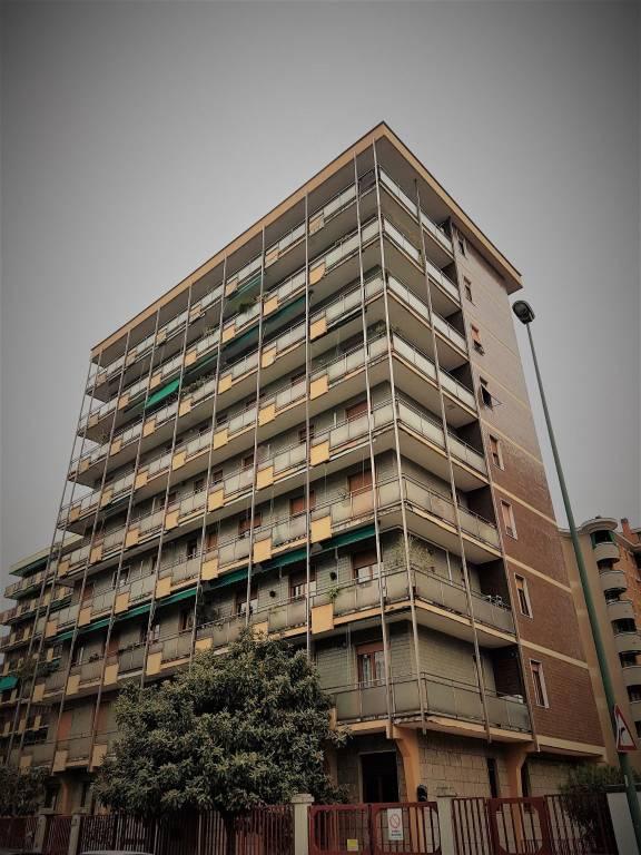Appartamento in buone condizioni in affitto Rif. 8592455