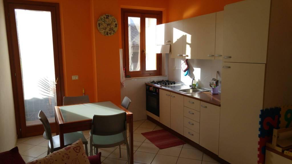 Appartamento in buone condizioni arredato in affitto Rif. 8997781