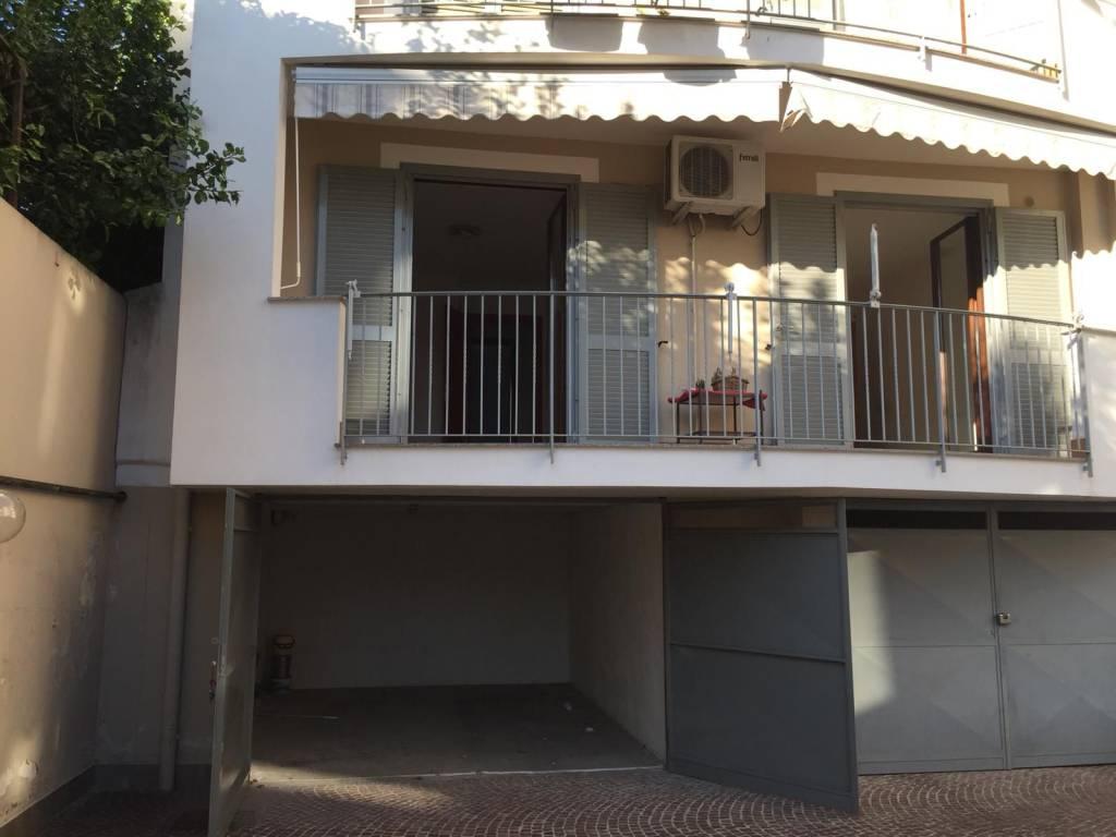 Appartamento in buone condizioni in affitto Rif. 8595087