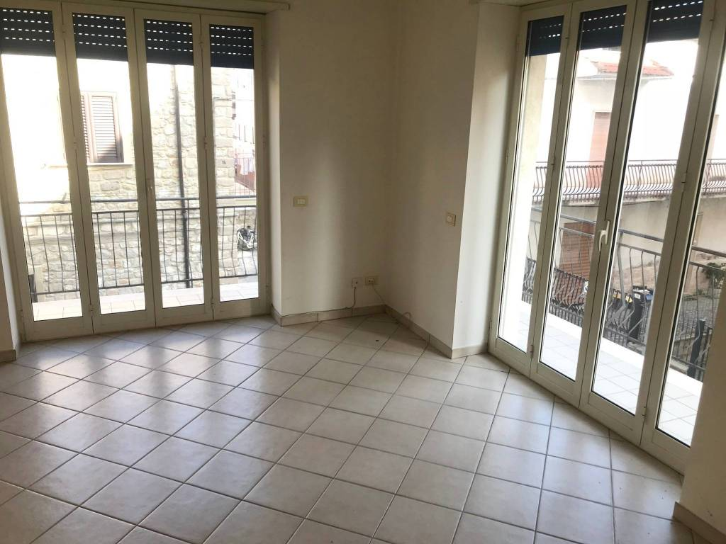 Appartamento in buone condizioni in vendita Rif. 8594240