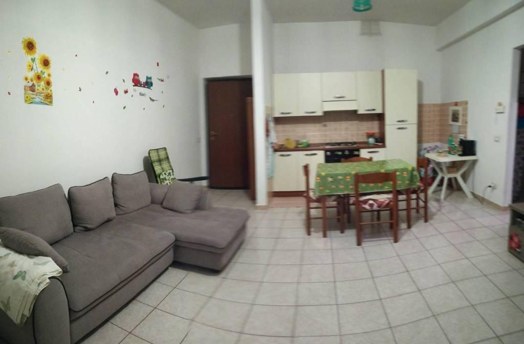 Appartamento in buone condizioni arredato in affitto Rif. 8596856
