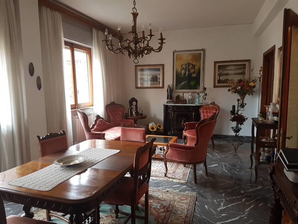 Appartamento in buone condizioni in vendita Rif. 8592514