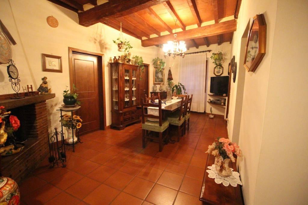 Appartamento in buone condizioni in vendita Rif. 8595404