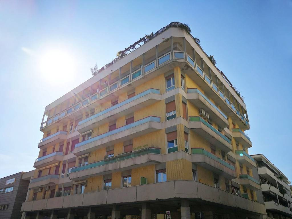 Appartamento in buone condizioni in vendita Rif. 8592145
