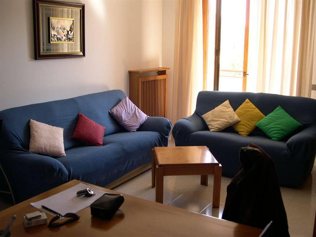 Appartamento in buone condizioni parzialmente arredato in vendita Rif. 8590292