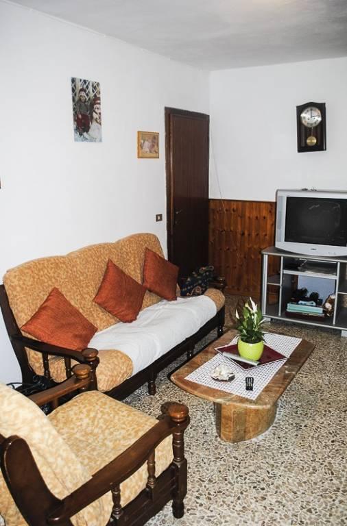 Appartamento in buone condizioni in vendita Rif. 8592429