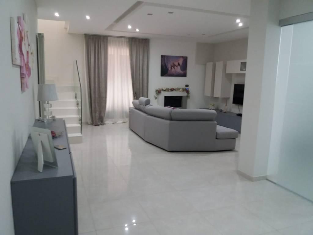 Appartamento in ottime condizioni in affitto Rif. 8590949