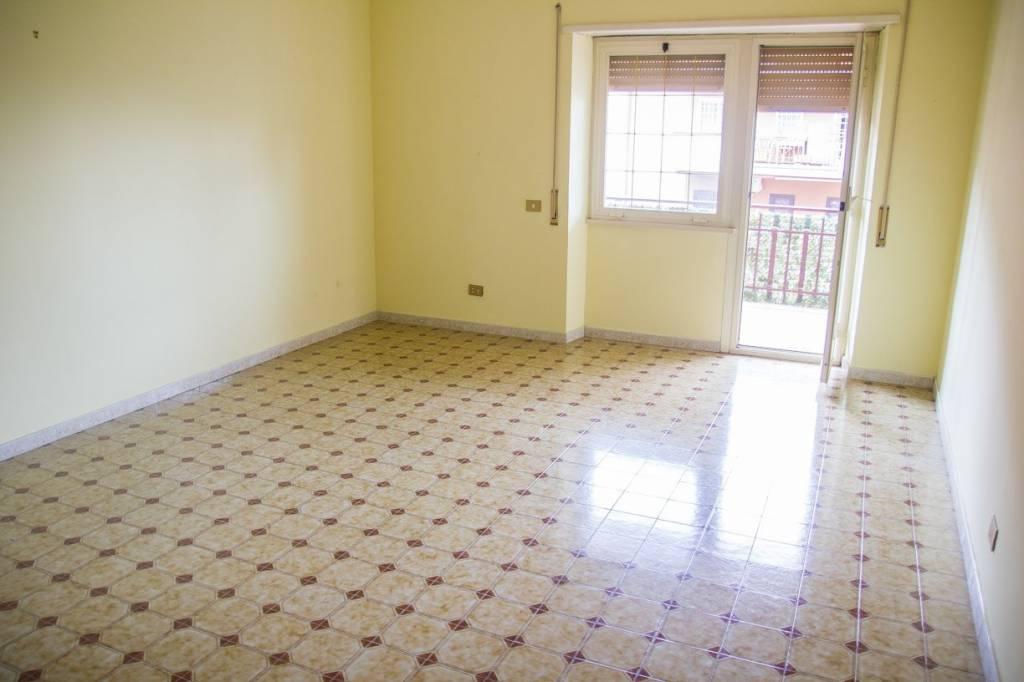 Appartamento in buone condizioni parzialmente arredato in affitto Rif. 8592006