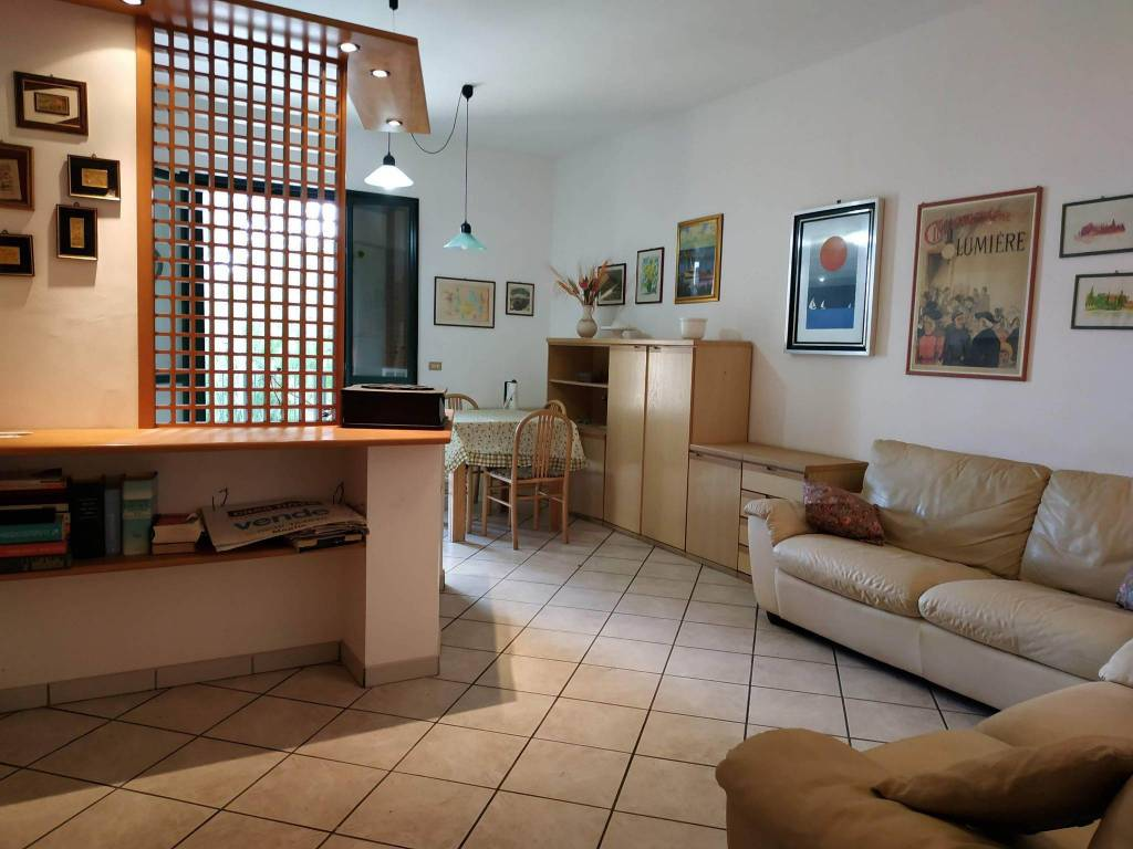 Appartamento in buone condizioni parzialmente arredato in vendita Rif. 8589855