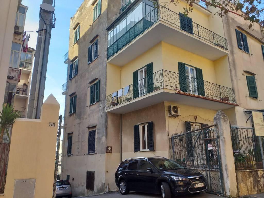 Appartamento in buone condizioni in vendita Rif. 8597136