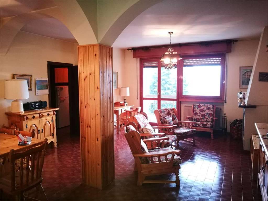 Appartamento in buone condizioni arredato in vendita Rif. 8606125