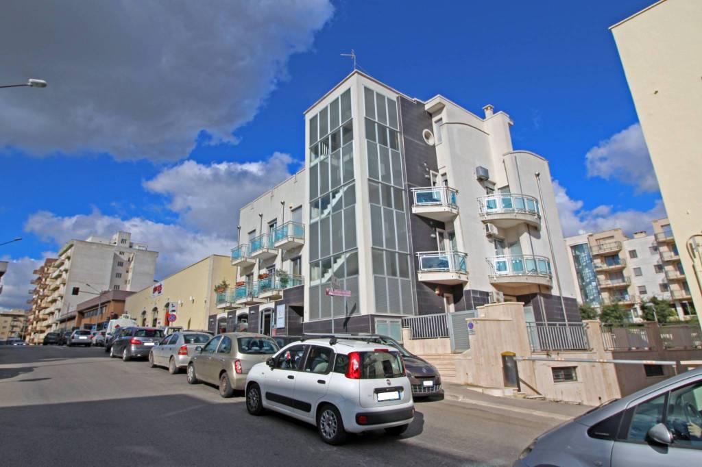 Appartamento in ottime condizioni in affitto Rif. 8607892