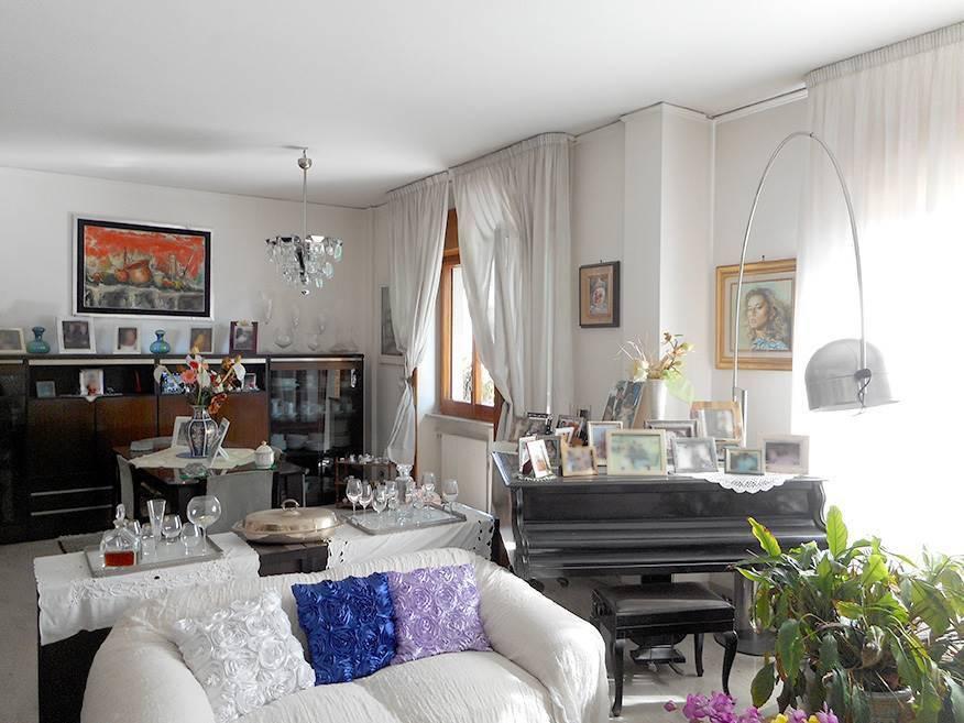 Appartamento da ristrutturare in vendita Rif. 8607314