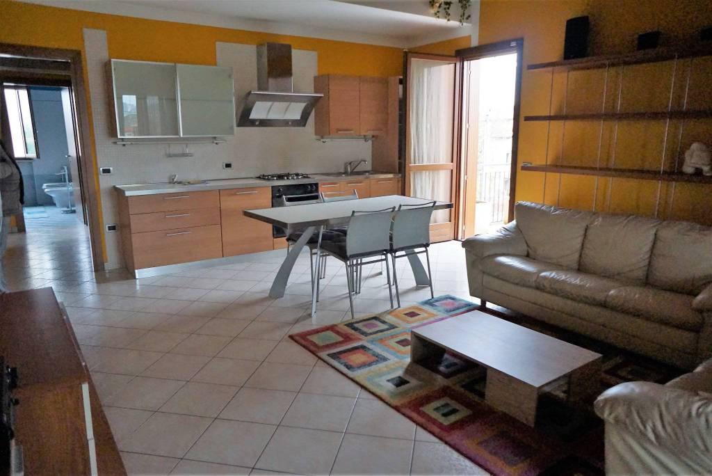 Appartamento in ottime condizioni arredato in vendita Rif. 8605355