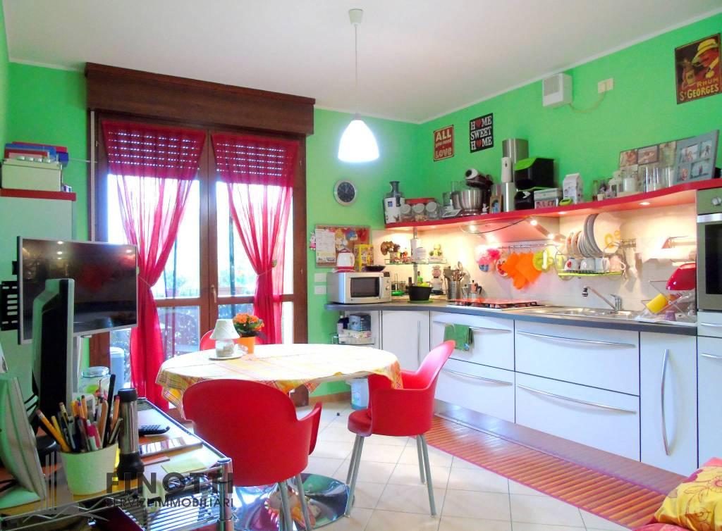 Appartamento in ottime condizioni arredato in vendita Rif. 8610433