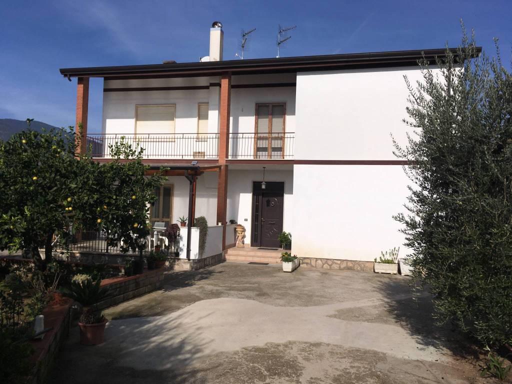 Appartamento in ottime condizioni in vendita Rif. 8609984