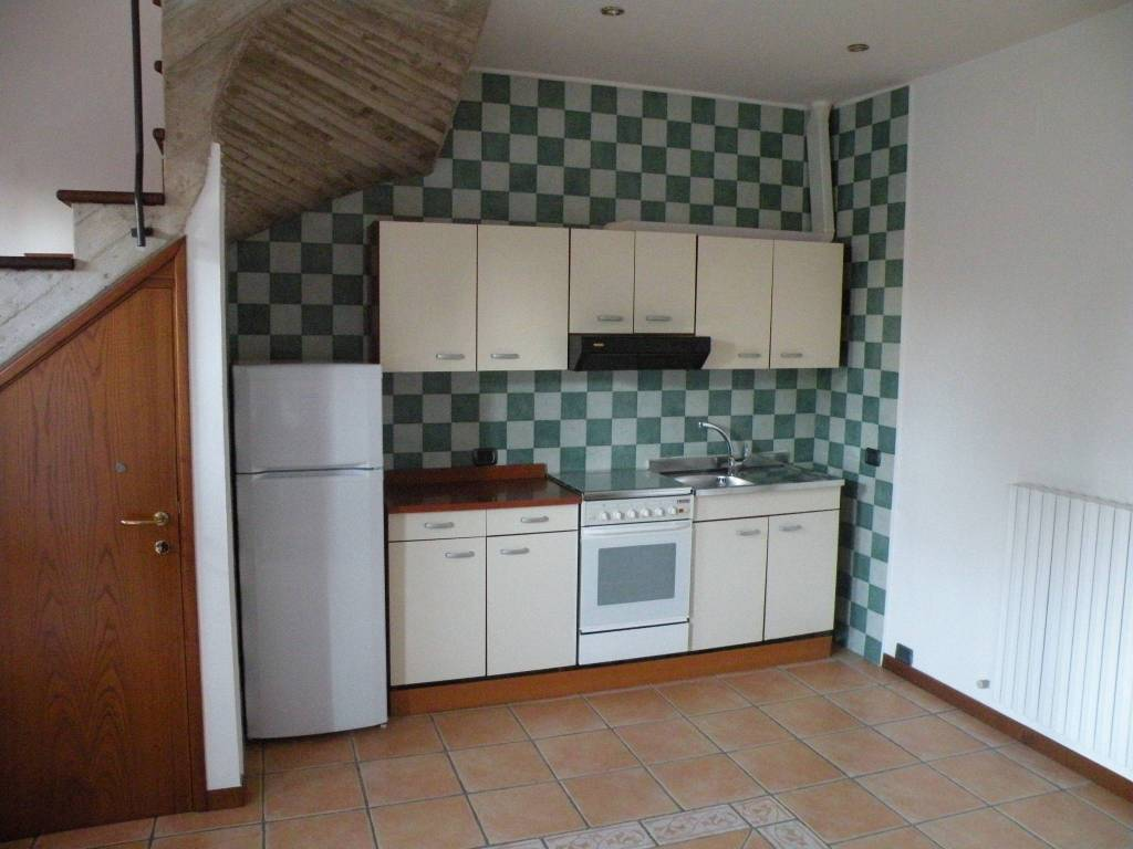 Appartamento in buone condizioni arredato in affitto Rif. 8610886