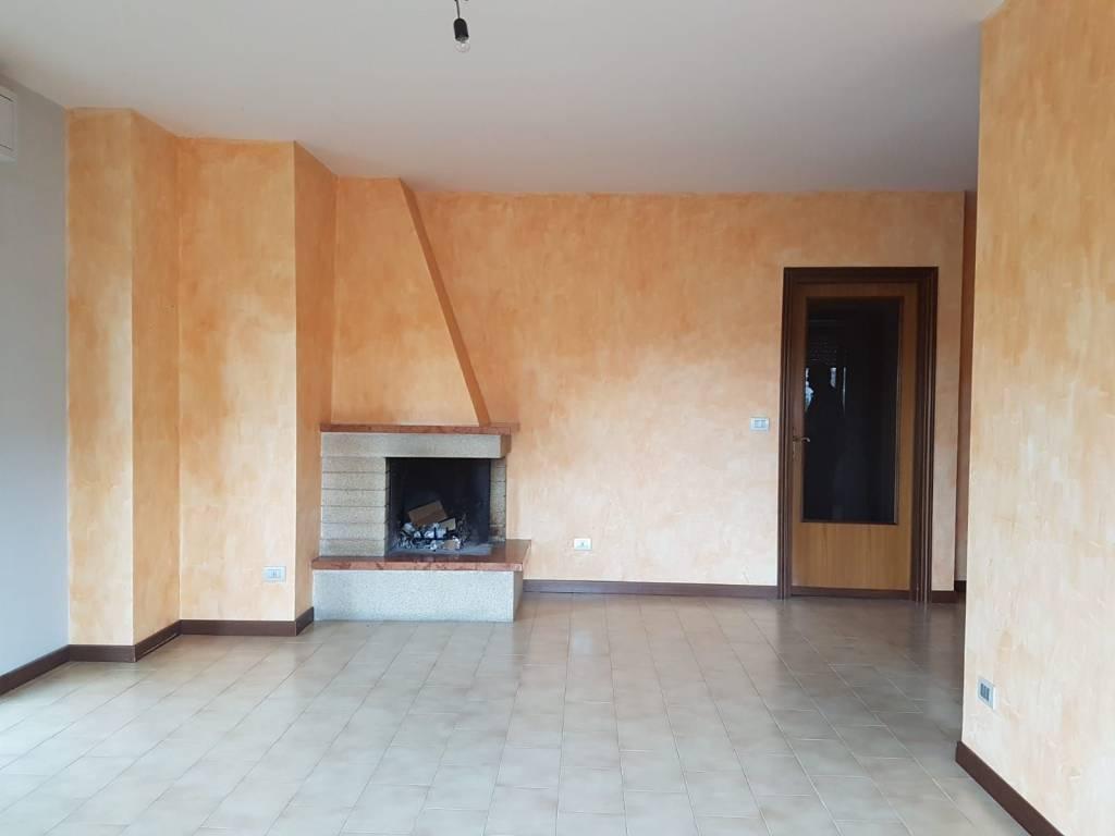 Appartamento in ottime condizioni in vendita Rif. 8608235