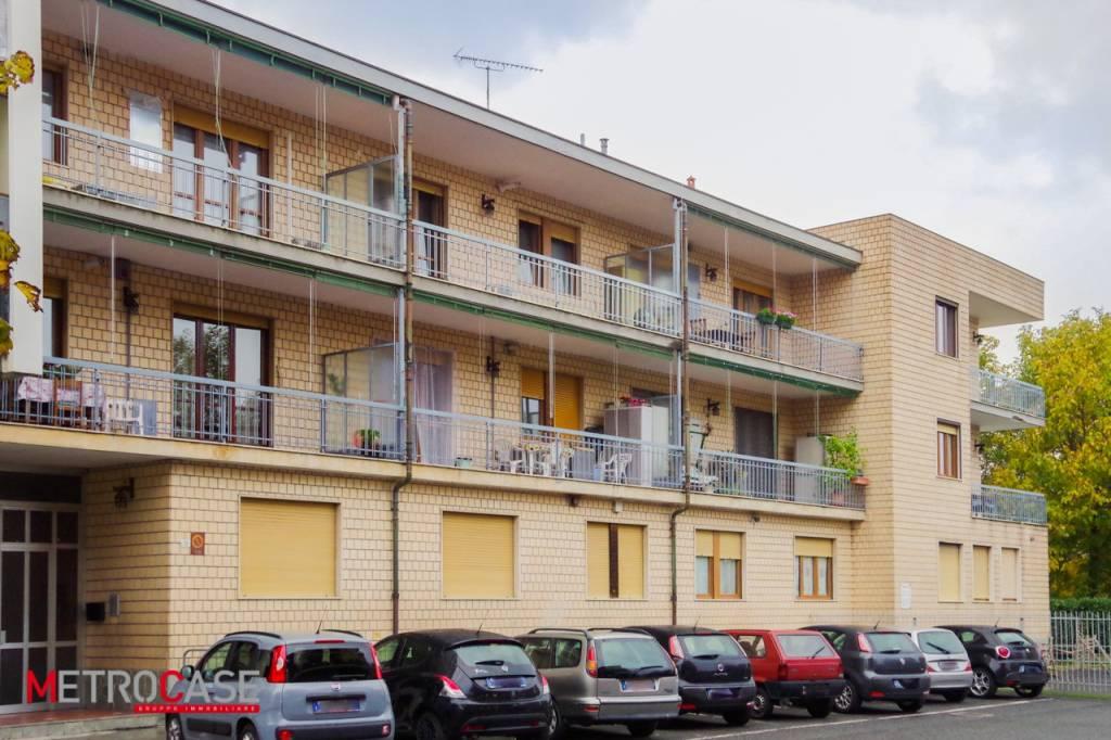 Appartamento in buone condizioni in affitto Rif. 8641257