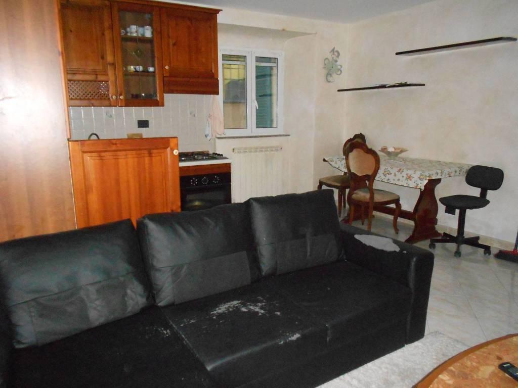 Appartamento in buone condizioni arredato in affitto Rif. 8608768