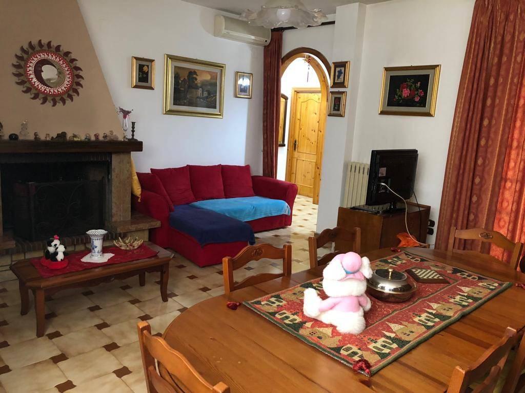 Appartamento in buone condizioni arredato in vendita Rif. 8605425