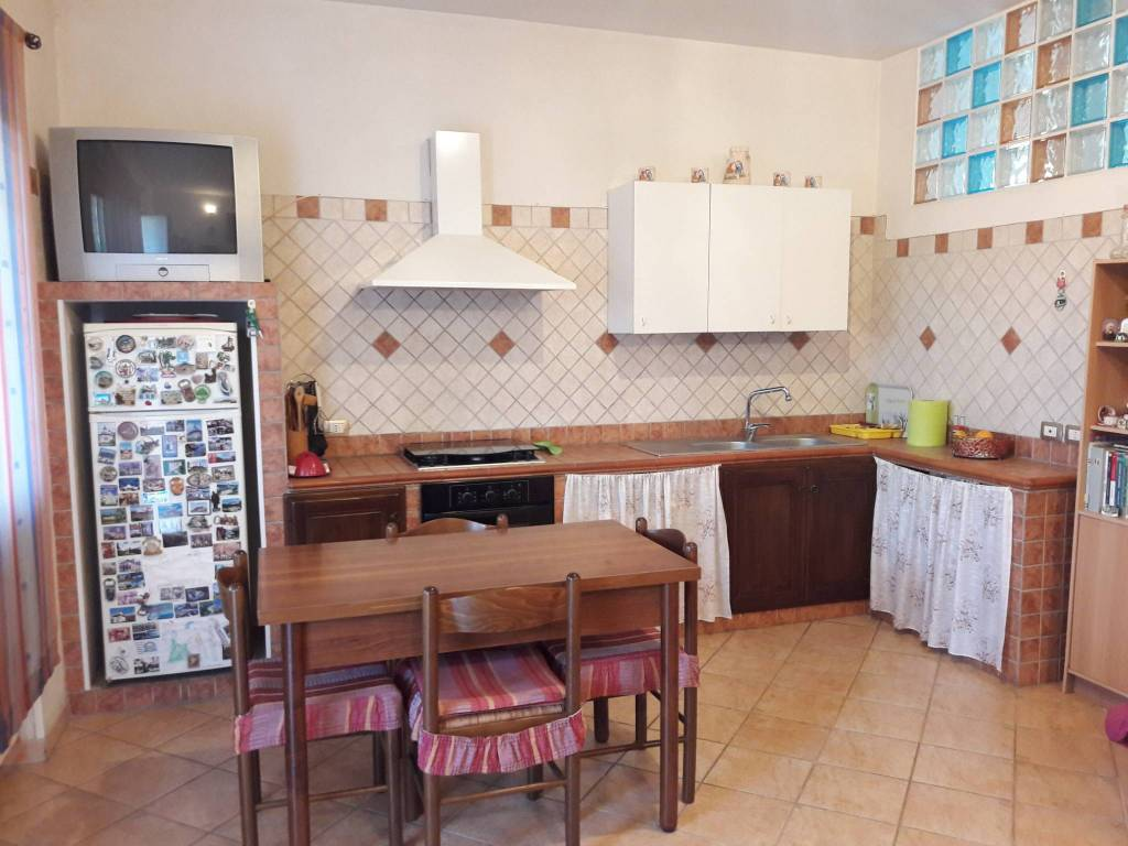 Appartamento in ottime condizioni arredato in affitto Rif. 8607482