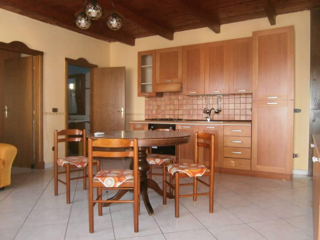 Appartamento in buone condizioni arredato in affitto Rif. 8609022