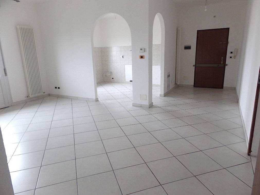 Appartamento in ottime condizioni parzialmente arredato in affitto Rif. 8607442
