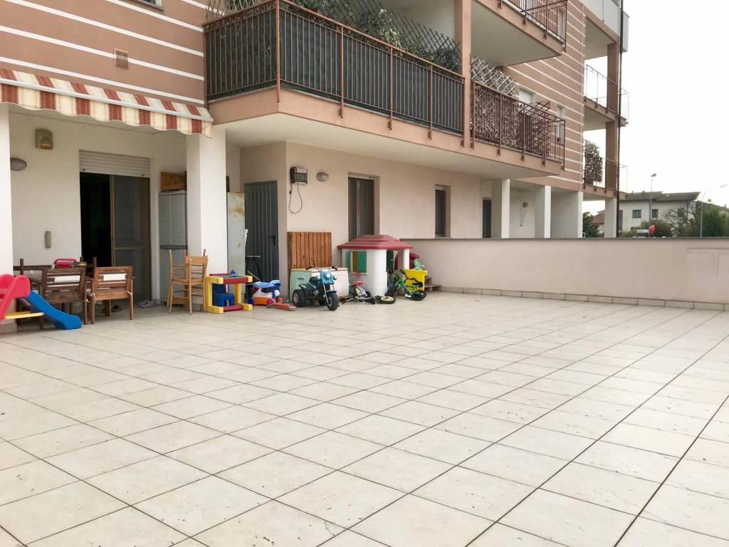 Appartamento in buone condizioni in vendita Rif. 8605658