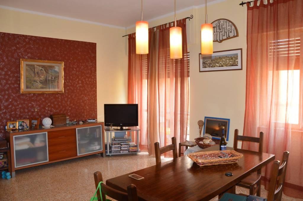 Appartamento in buone condizioni in vendita Rif. 8606062