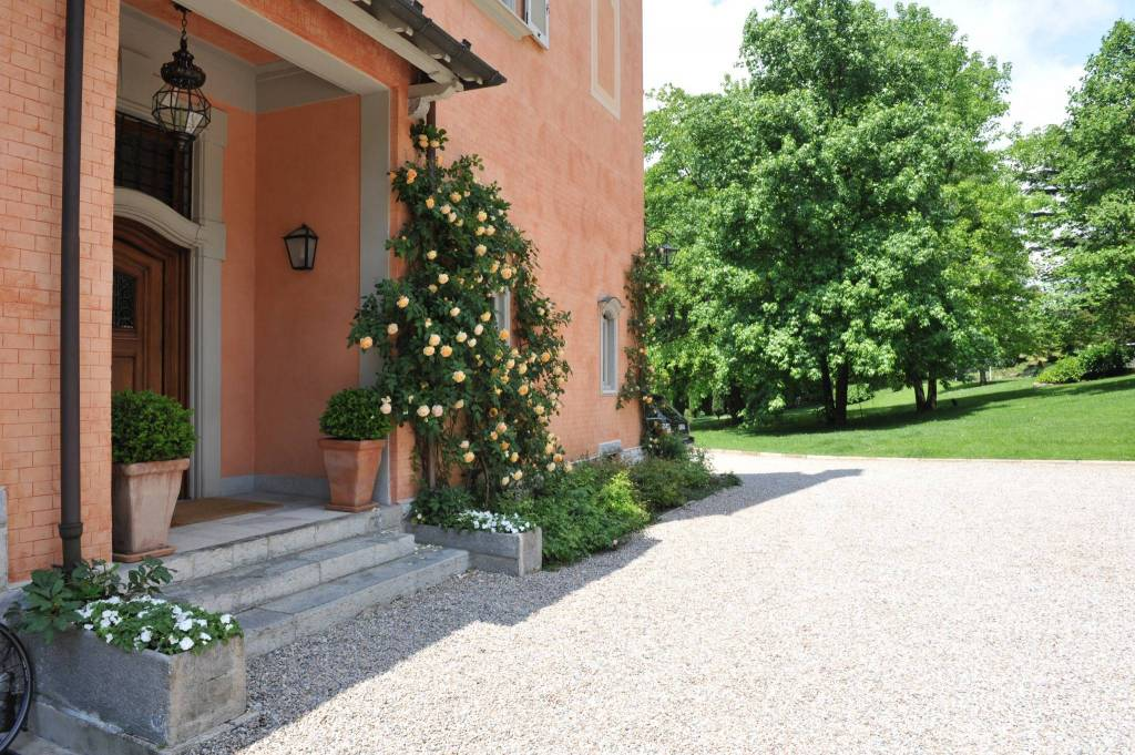 Villa in Vendita a Varese Centro: 5 locali, 1000 mq