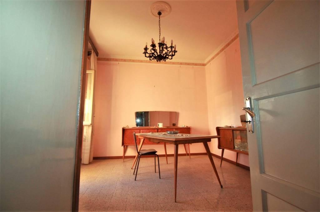 Appartamento in buone condizioni in vendita Rif. 8610237