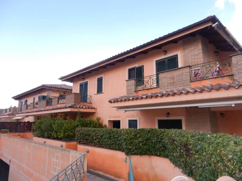 Appartamento in ottime condizioni arredato in affitto Rif. 8608261