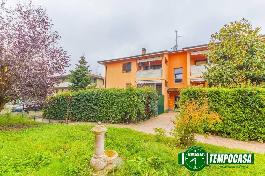 Appartamento in buone condizioni in vendita Rif. 8605392