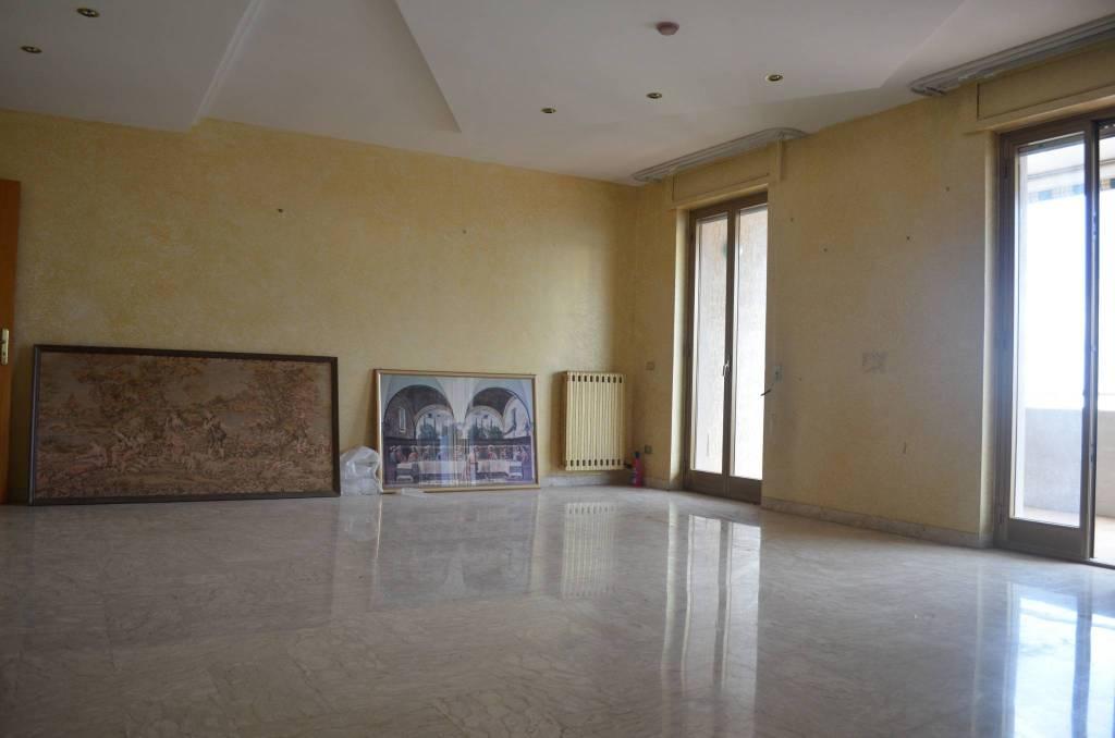 Appartamento in buone condizioni in vendita Rif. 8605814
