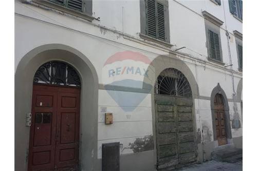 Appartamento da ristrutturare in vendita Rif. 8606141