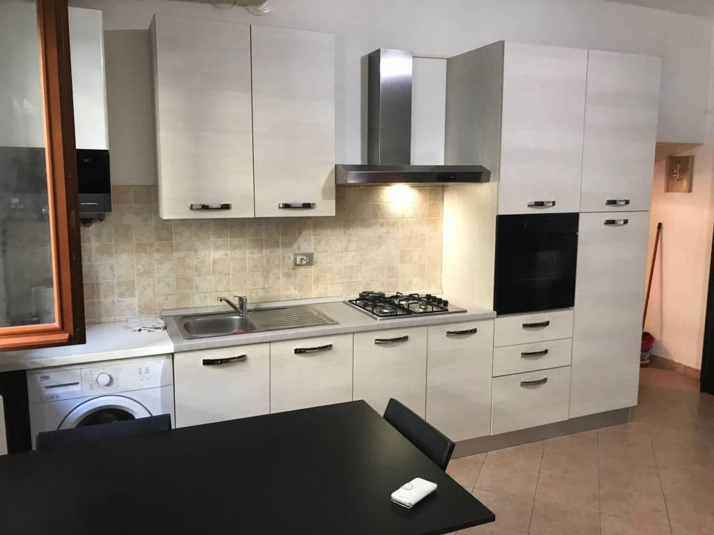 Appartamento in buone condizioni arredato in affitto Rif. 8609129