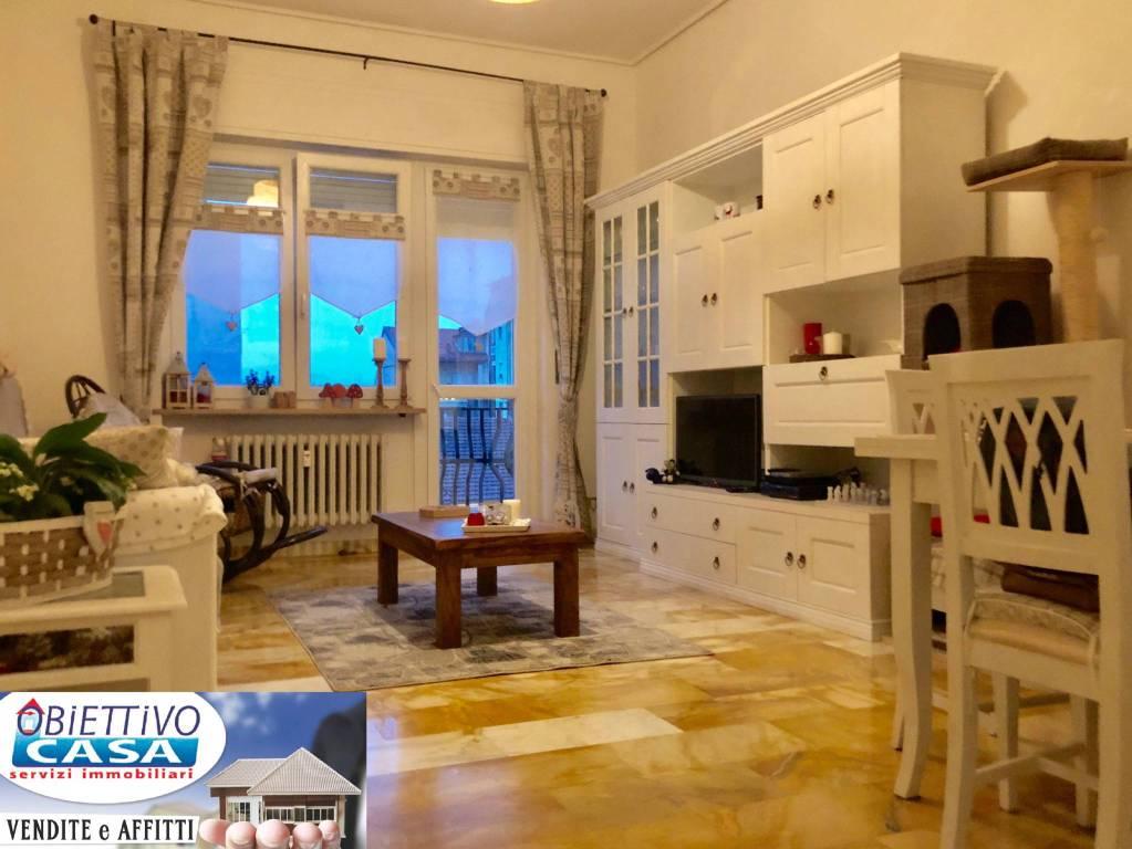 Appartamento in buone condizioni in vendita Rif. 8563227