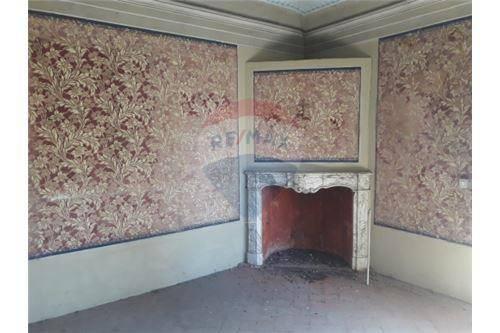 Appartamento da ristrutturare in vendita Rif. 8606143