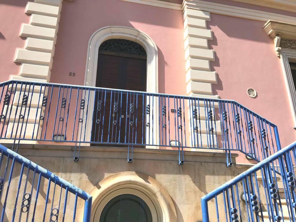 Appartamento in buone condizioni in vendita Rif. 8605817